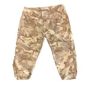 Juniors L.e.i Camouflage Khaki Capris Size 1